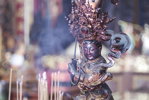 god idol in taoism temple